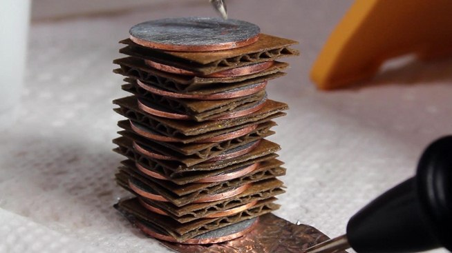 turn-your-spare-pocket-change-into-diy-batteries-with-penny-power-hack.w654