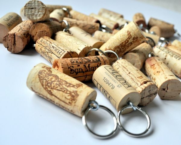 Fascinating-Wine-Cork-Key-Holder-Design-Ideas-with-Metal-Rig-Shown-Its-Classic-Style-and-Simple-also-Small-Design