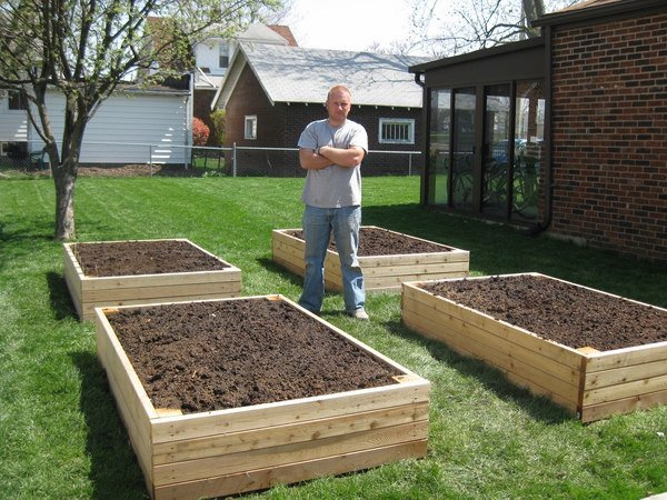 raised-garden-beds-DIY-garden-design